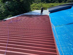210722_屋根下塗り1 O牧場様屋根塗装工事   大阪市の外壁塗装・屋根塗装専門店 ペイントプロ