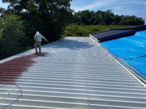 210722_屋根下塗り3 O牧場様屋根塗装工事   大阪市の外壁塗装・屋根塗装専門店 ペイントプロ