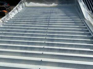 210722_屋根下塗り1回目完了 O牧場様屋根塗装工事   大阪市の外壁塗装・屋根塗装専門店 ペイントプロ