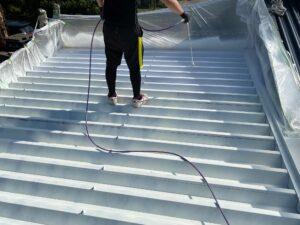 210722_屋根下塗り5 O牧場様屋根塗装工事   大阪市の外壁塗装・屋根塗装専門店 ペイントプロ