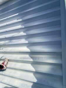 210722_屋根下塗り6 O牧場様屋根塗装工事   大阪市の外壁塗装・屋根塗装専門店 ペイントプロ