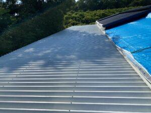 210722_屋根下塗り完了 O牧場様屋根塗装工事   大阪市の外壁塗装・屋根塗装専門店 ペイントプロ