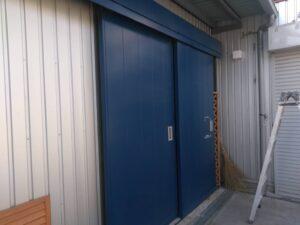 ドア塗装前 O牧場様屋根塗装工事   大阪市の外壁塗装・屋根塗装専門店 ペイントプロ