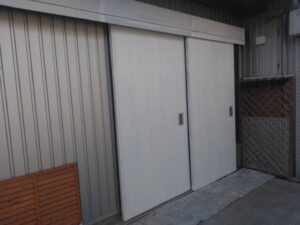 ドア_下塗り完了 O牧場様屋根塗装工事   大阪市の外壁塗装・屋根塗装専門店 ペイントプロ