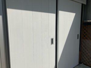 ドア_上塗り1回目完了 O牧場様屋根塗装工事   大阪市の外壁塗装・屋根塗装専門店 ペイントプロ
