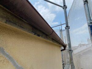 210726_雨樋錆落とし・ケレン前 K様邸外壁塗装工事   大阪市の外壁塗装専門店 ペイントプロ