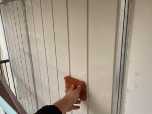 210726_雨戸ケレン中 K様邸外壁塗装工事   大阪市の外壁塗装専門店 ペイントプロ