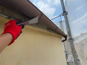 210726_雨樋錆落とし中 K様邸外壁塗装工事   大阪市の外壁塗装専門店 ペイントプロ
