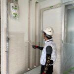 外壁塗装上塗り1回目施工中