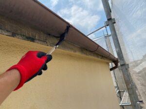 210726_雨樋錆止め塗布中 K様邸外壁塗装工事   大阪市の外壁塗装専門店 ペイントプロ