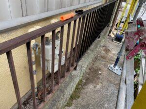 210726_柵錆止め塗布中 K様邸外壁塗装工事   大阪市の外壁塗装専門店 ペイントプロ