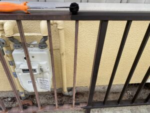 210726_柵ケレン中 K様邸外壁塗装工事   大阪市の外壁塗装専門店 ペイントプロ