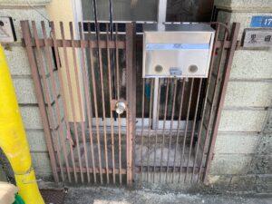 210726_門扉現状 K様邸外壁塗装工事   大阪市の外壁塗装専門店 ペイントプロ