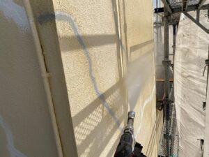 210726_高圧洗浄中1 K様邸外壁塗装工事   大阪市の外壁塗装・屋根塗装専門店 ペイントプロ