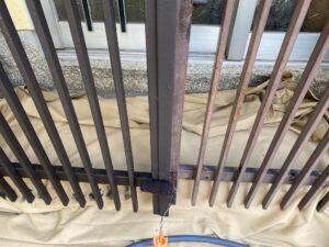 210726_門扉錆止め塗布中2 K様邸外壁塗装工事   大阪市の外壁塗装専門店 ペイントプロ